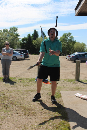 Andrew Kampen juggling with knives
