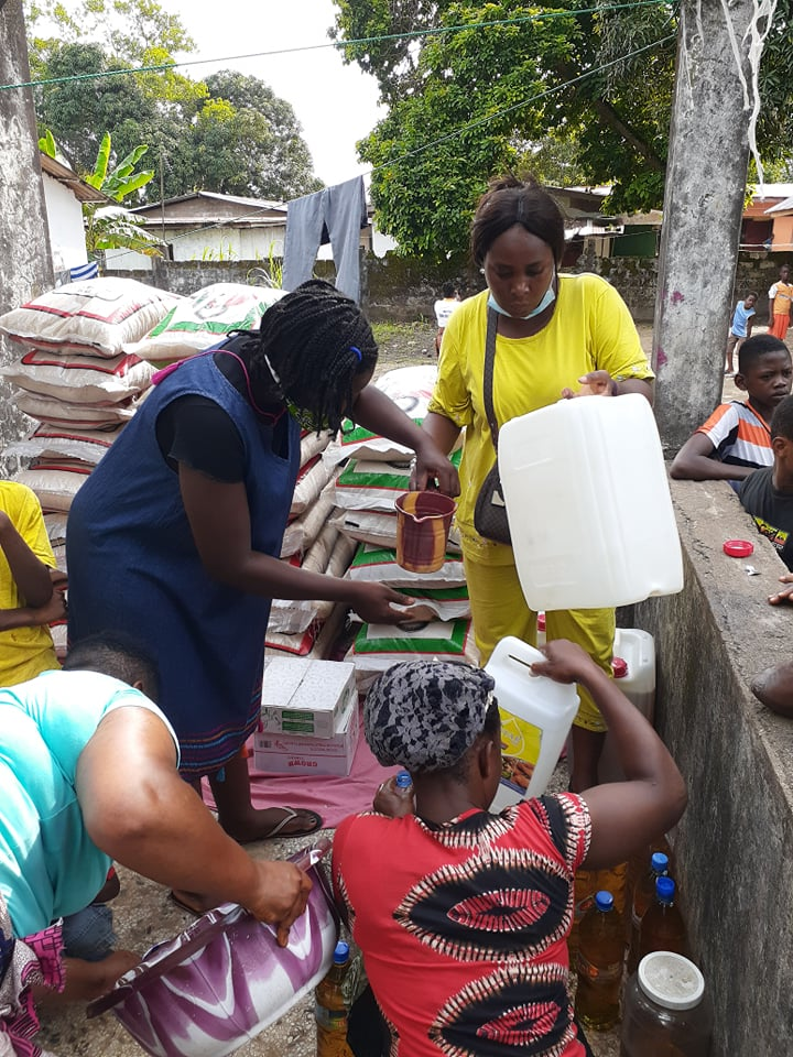 Kula Harris is busy with her team of women, distributing rice and oil to 28 families in the World Wide Slum where they minister every Friday.  This time they were so happy to be taking food!