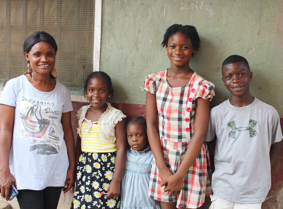Bernice with 4 of her children.